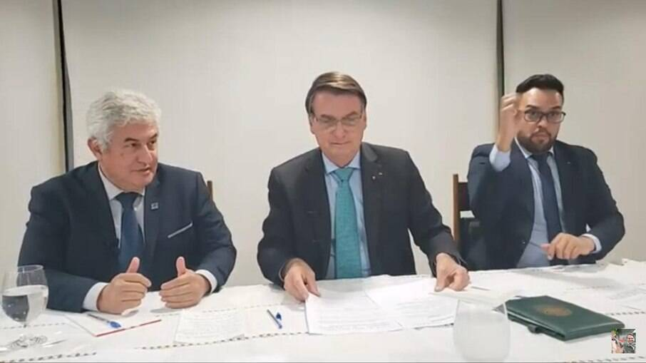 Bolsonaro em live ao lado de Marcos Pontes