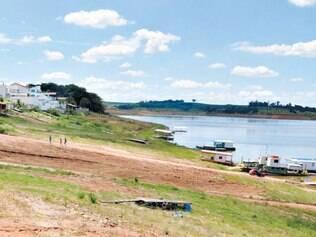 Baixo. Nível do reservatório de Furnas continuou a cair, mesmo com as chuvas em Minas Gerais