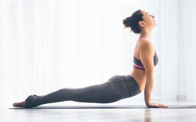 Para criar um ambiente para a prática da ioga você pode apostar em alguns óleos essenciais
