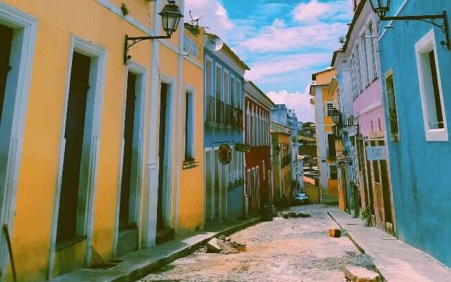 Cheio de museus e centros culturais, o Pelourinho também é conhecido pela arquitetura charmosa e colorida