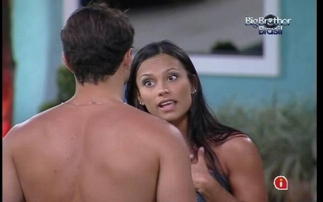 Kelly e Ronaldo discutem relação
