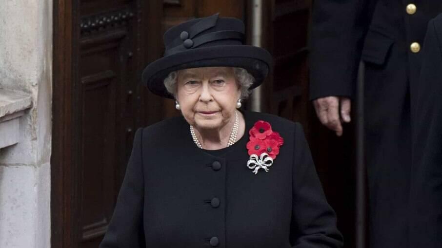 Rainha Elizabeth II vestindo o luto por seu marido e consorte real, o príncipe Philip, velado no último final de semana