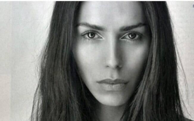 Léa T. é uma transexual brasileira que faz sucesso na indústria da moda