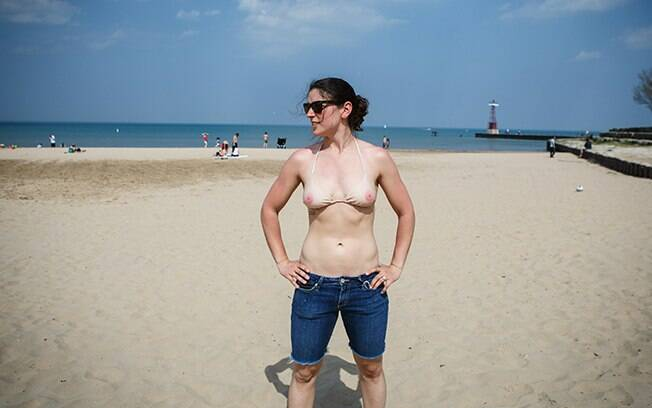 Marca americana vende top imitando seios  e lança a campanha para a liberação do topless