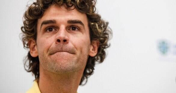 Acusado de não pagar R$ 5 milhões<br>em impostos, Guga chora na audiência