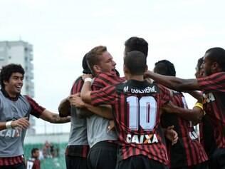 Rubro-negros comemoram vitória no primeiro jogo do Brasileirão 2014