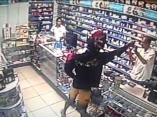 Durante a ação, suspeito chegou a apontar a arma para a cabeça de um dos funcionários