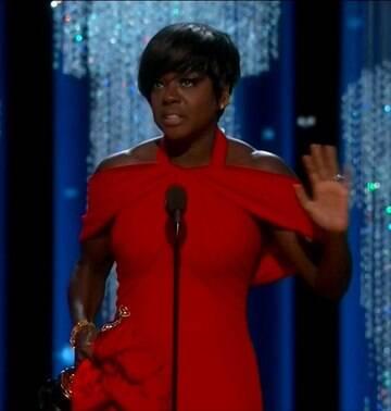 Viola Davis se torna 1ª negra a triunfar no Oscar, Emmy e Globo de Ouro