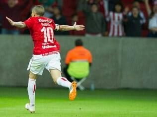 D'Alessandro marcou o gol de empate do Internacional em duelo com o Atlético-PR