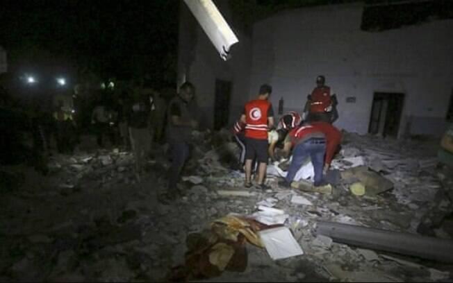 Ataque a centro de migrantes na Líbia aconteceu na última terça-feira (2)