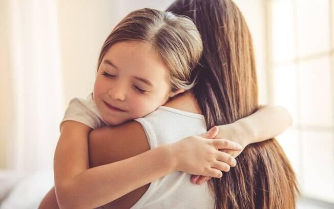 Mãe desabafa em rede social e diz que não consegue amar sua filha adotiva da mesma forma que ama a biológica