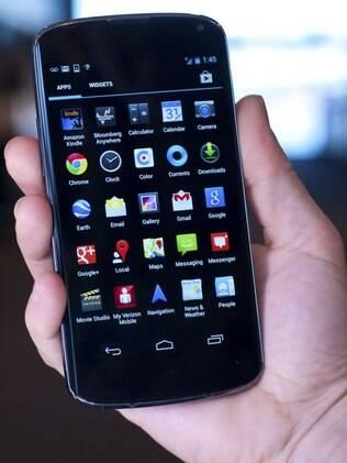 Nexus 4, smartphone do Google, está esgotado em lojas dos EUA e Europa