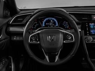 Honda Civic Touring 1.5 Turbo vem bem equipado, mas não é esportivo