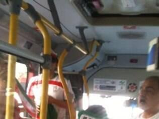 Iranianos ficaram na parte da frente do ônibus, separados pela catraca dos argentinos
