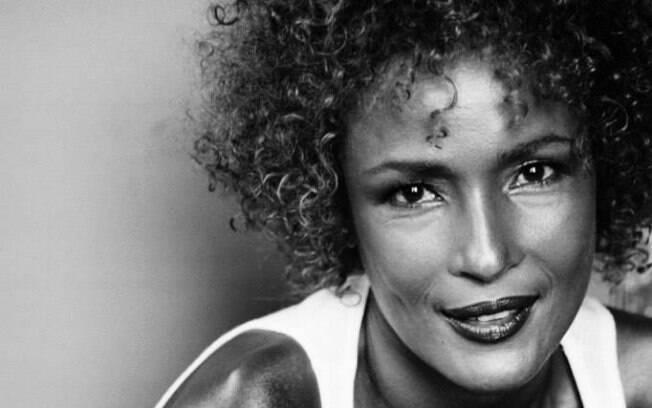 Waris Dirie foi descoberta por um fotógrafo britânico quando trabalhava em um restaurante de Londres (Arquivo). Foto: Reprodução/Facebook