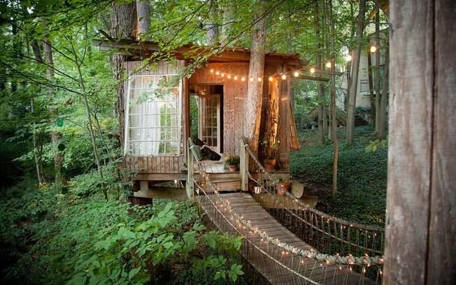 Apesar de ser pequena, a casa na árvore (que fica em Atlanta, nos EUA) é o destino mais
