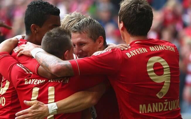 O Bayern venceu todas as oito primeiras  partidas do campeonato e rapidamente disparou na  liderança