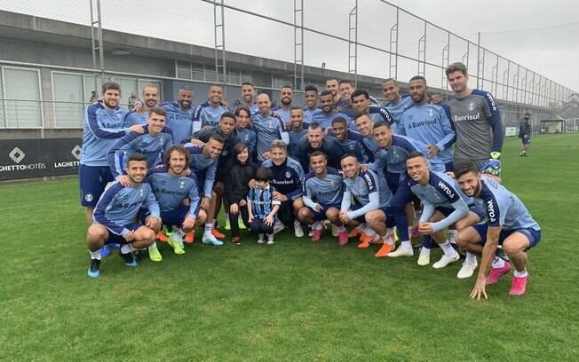 Bernardo e Taís encontram jogadores do Grêmio