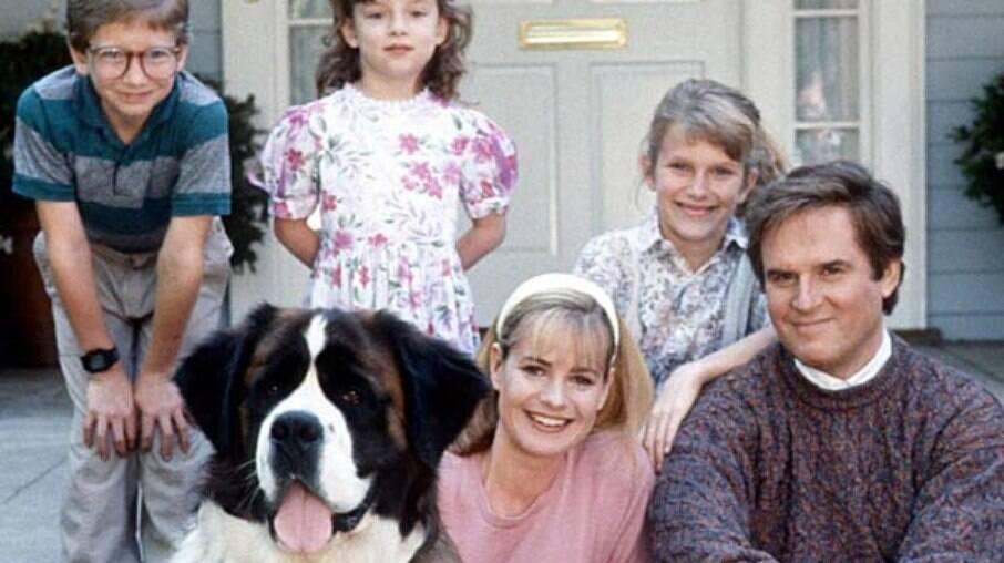 Família Newton e o cão Beethoven, famoso pelo filme