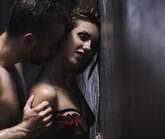 Veja 6 posições sexuais para experimentar em locais apertados