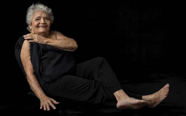 Dona Zeza, 90 anos, foi clicada em um ensaio fotográfico sensual e revela que a beleza pode existir em qualquer idade