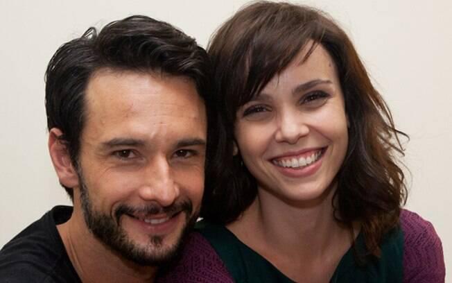 Rodrigo Santoro e Débora Falabella nos bastidores de especial de fim de ano