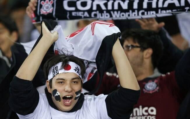 Torcedor corintiano apóia o time durante a  final contra o Chelsea, em Yokohama