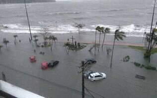 Vendaval atinge litoral paulista e deixa moradores isolados por horas