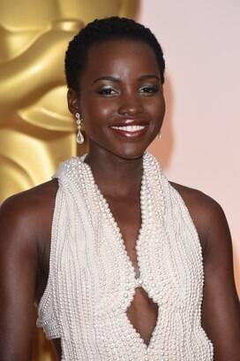 Vestido de pérolas usado por Lupita Nyong'o no Oscar é