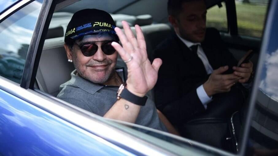 Carro que pertenceu a Maradona vai a leilão na França