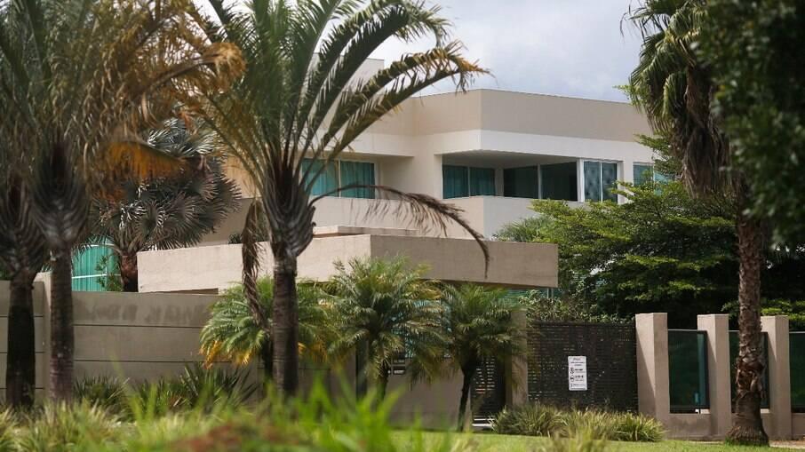 Mansão de Flávio Bolsonaro; casa vale cerca de R$ 6 milhões