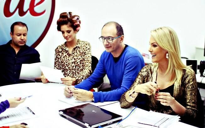 Ticiane Pinheiro, Britto Jr e Ana Hickmann na reunião de pauta do 'Programa da Tarde'