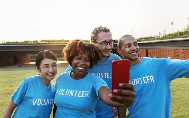 O volunturismo é quando o turista quer aproveitar a viagem para fazer um trabalho voluntário para ajudar o local visitado