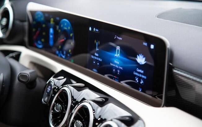 Tela de alta resolução do Mercedes-Benz A250 Vision funciona como cluster e sistema multimídia ao mesmo tempo