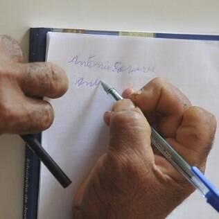 Analfabetos ainda somam 13 milhões de pessoas acima dos 15 anos no País