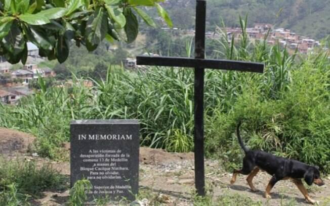 Parentes de desaparecidos reclamam do que vêem como falta de comprometimento do governo com a exumação dos corpos de desaparecidos