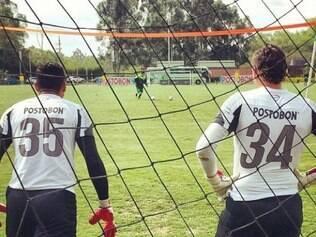 Martínez e Armani em um treinamento do Atlético Nacional: goleiros se revezam na titularidade