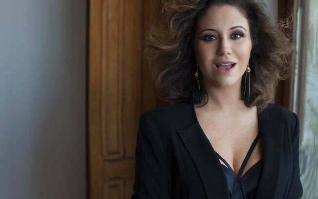 Maria Rita passa por cirurgia no umbigo e precisa se afastar do carnaval em 2014