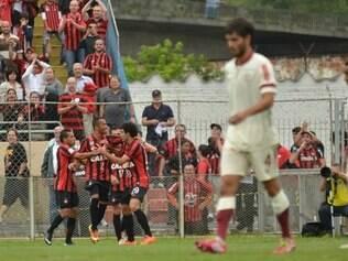 Felipe, Bruno Mendes e Ederson marcaram os gols da vitória do Furacão sobre a equipe peruana
