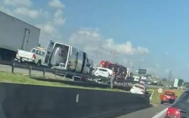 Acidente entre carro e caminhão deixa vítima fatal na Anhanguera, em Campinas