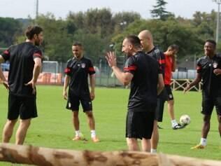 Jogadores do Bayern se preparam para o duelo desta terça com a Roma