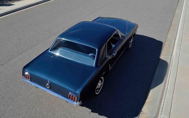 Visto de qualquer ângulo, o raro Mustang conserva todos os detalhes originais de meados de 1965, quando foi fabricado