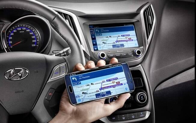 Novo sistema multimídia da Hyundai tem algumas versões. Na mais sofisticada pode espelhar o celular e tem tela com boa resolução