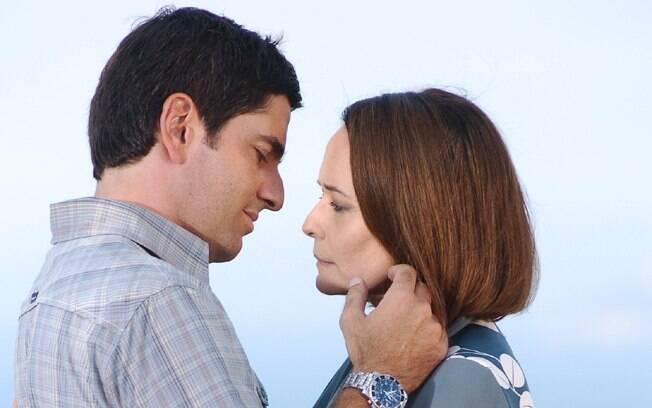 Lucas (Rodrigo Veronese) e Ana Luísa (Renée de Vielmond) em