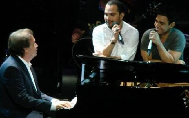 Zezé e Luciano no piano