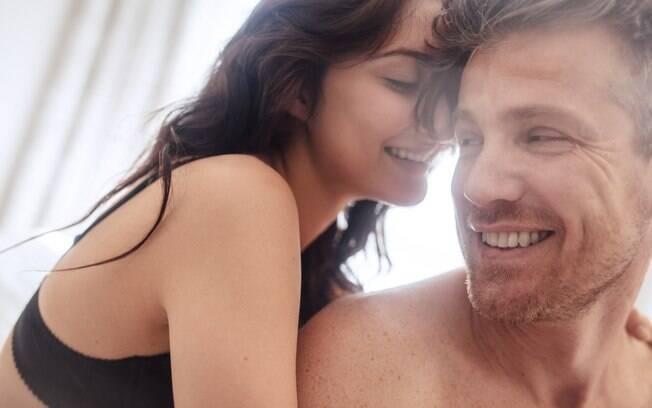 Saber algumas técnicas de como masturbar um homem pode ser o segredo para surpreender o parceiro