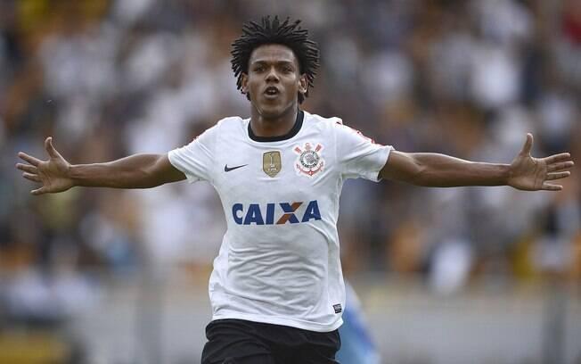 Romarinho comemora o gol contra o Palmeiras