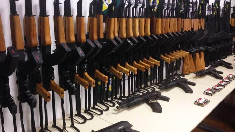 Armas apreendidas pela Polícia Militar do Rio de Janeiro no Aeroporto do Galeão em 2018