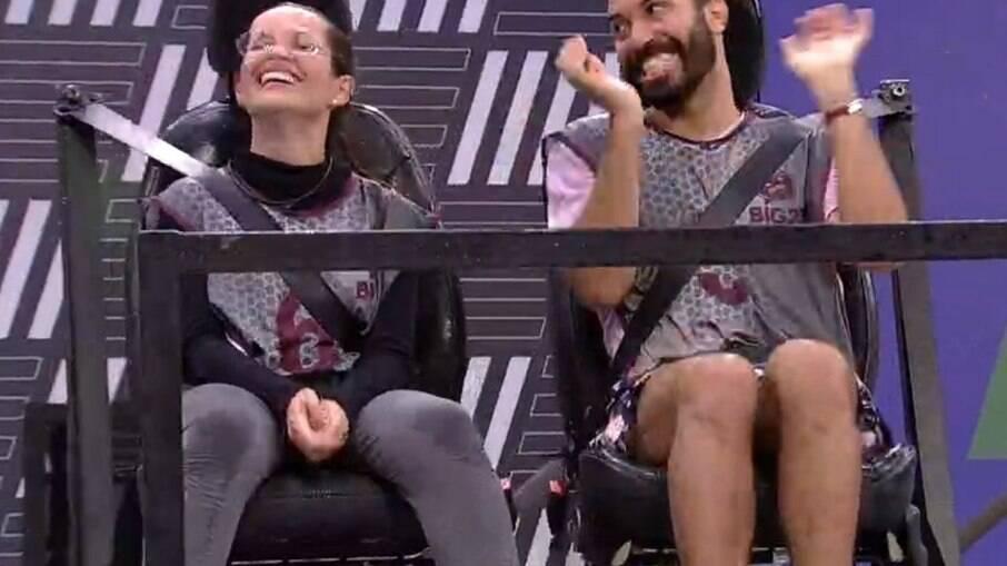 Juliette e Gil brincam durante a prova