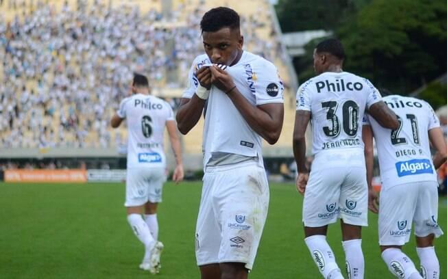 Rodrygo marcou o segundo gol do Santos na partida contra o Vasco